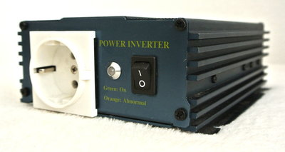 IVT Power Inverter Pure Sine Converter 24v DC - 230v AC 300Max met Garantie!!